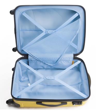 スーツケースを開けている画像